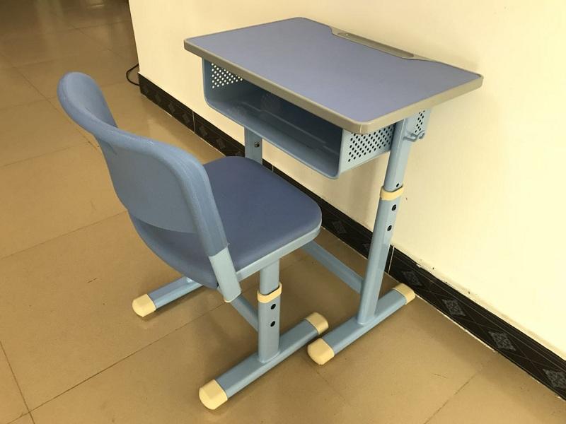 �L沙�A梯教室�n桌椅